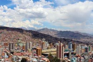 La Paz, lovée au creux des montagnes.